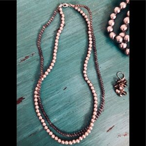 GORGEOUS PLATINUM PEARLS & GRAY BEADS NECKLACE